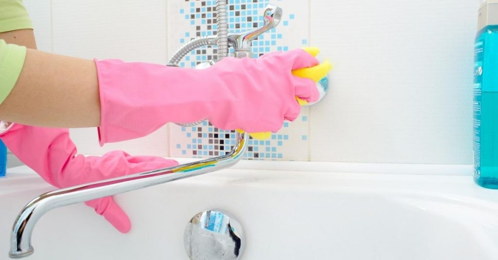Cleaning Bath in Bathroom - What is a Cleaning Checklist