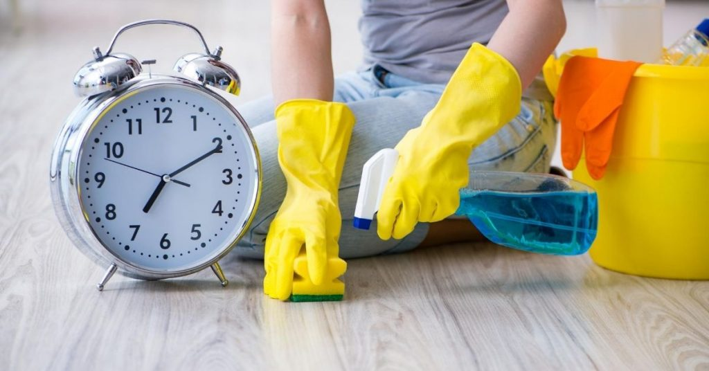 Cleaning the floor with a spray and sponge - can't keep on top of housework