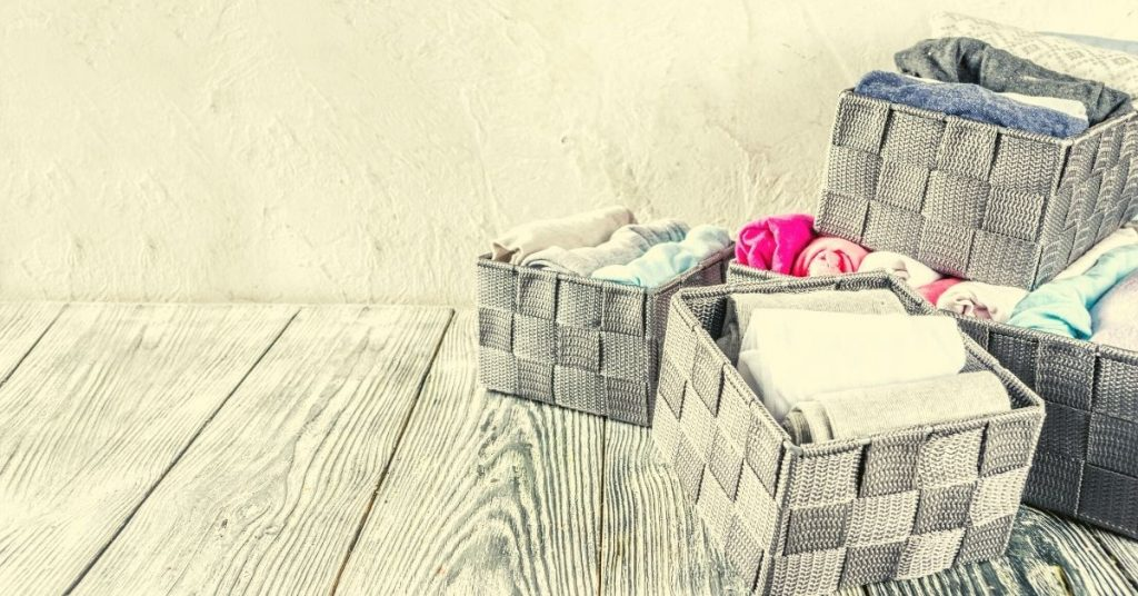 Folded clothes in boxes - How to tidy your room quickly