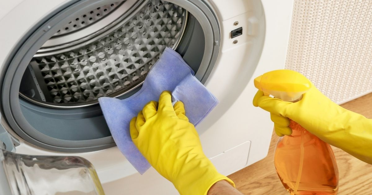 Cleaning The Drum - HOW TO CLEAN WASHING MACHINE WITH BAKING SODA AND VINEGAR - Clean and Tidy Living