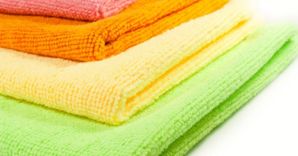 Cleaning a tv with microfiber cloth - Clean and Tidy Living