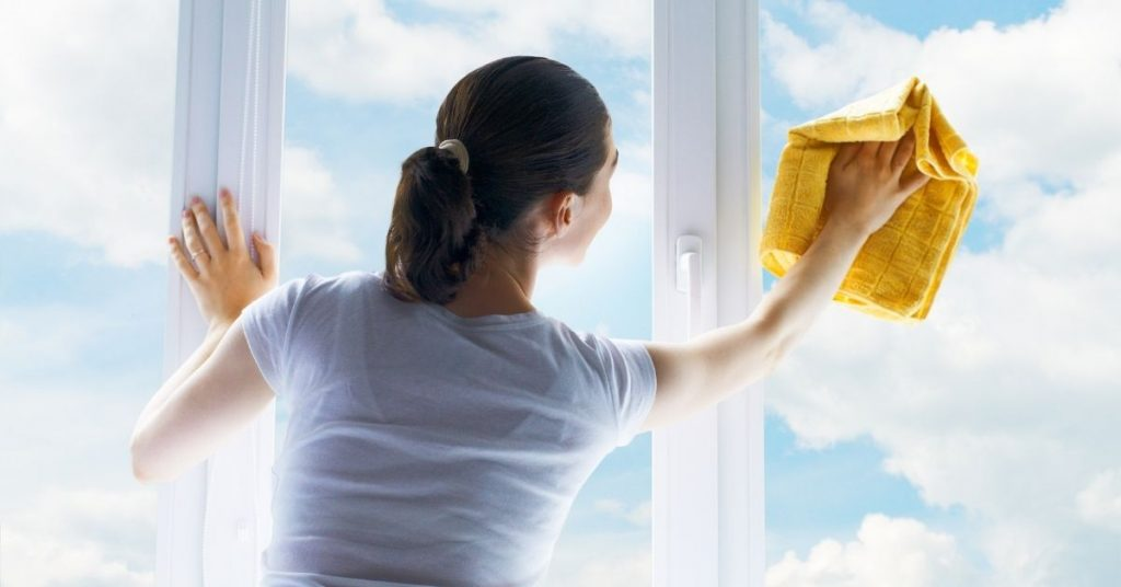Cleaning windows without any streaks - Clean and Tidy Living
